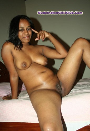 South Indian Girl Remove Her Clothes And Showing Naked Body To
