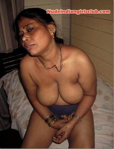 Mallu Aunty Naked Pictures | Nude Indian Girls and Bhabhi Pictures