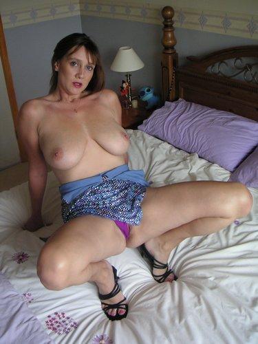 порнофото домохозяйка в кровати