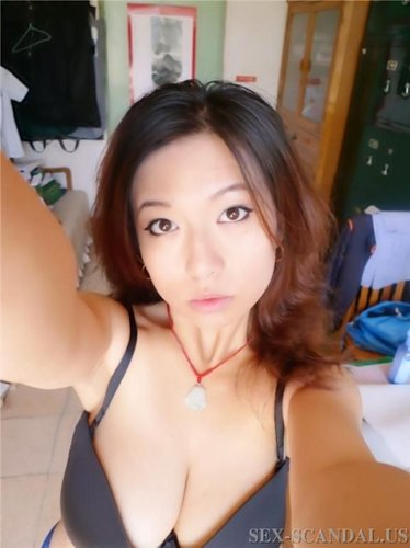Very Beautiful Chinese woman shows her big boobs and deep vagina